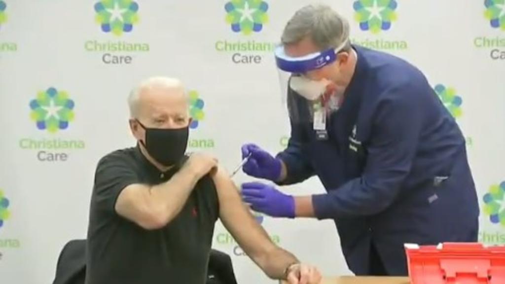 Joe Biden recibe segunda dosis de vacuna contra COVID