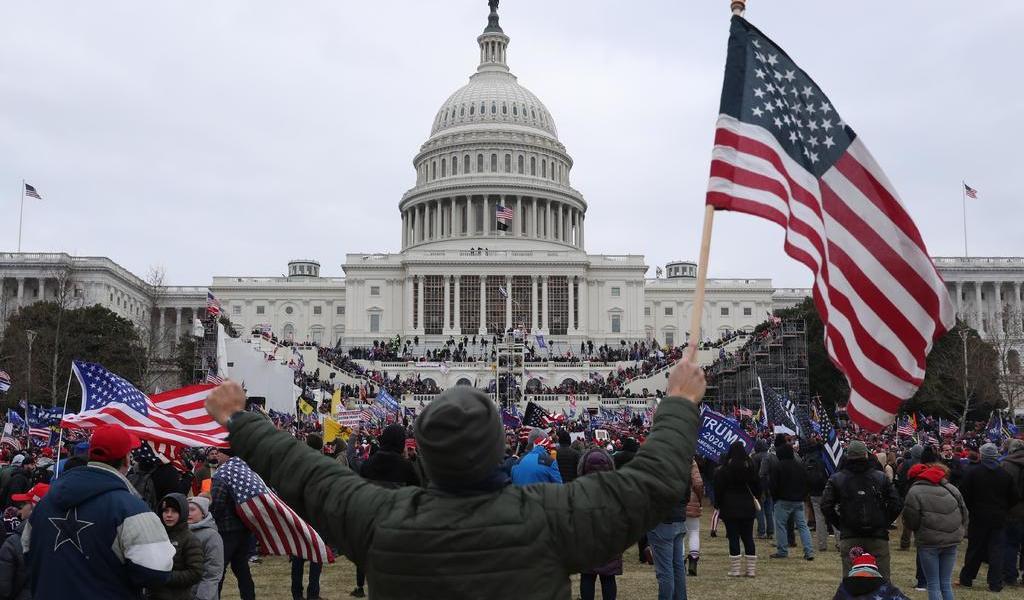 FBI advierte a policía de EUA estar en 'alerta roja' ante posibles ataques por investidura de Biden al poder