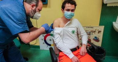 Supera Italia el millón de personas vacunadas contra COVID-19