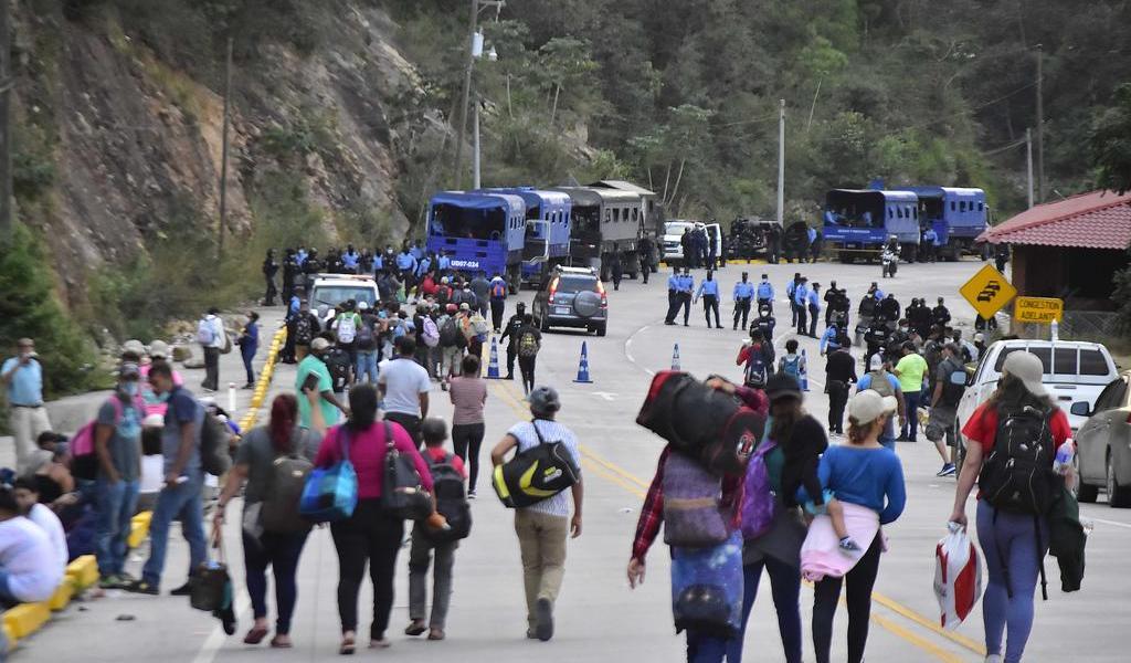Caravana migrante cambia de ruta en su camino a Guatemala