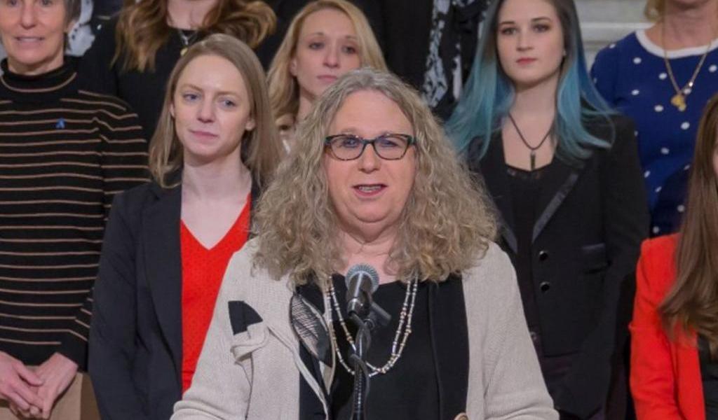 Nombra Biden a mujer transgénero como subsecretaria de Salud