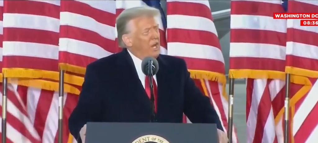 'Volveremos de alguna manera', dice Trump en último discurso como presidente