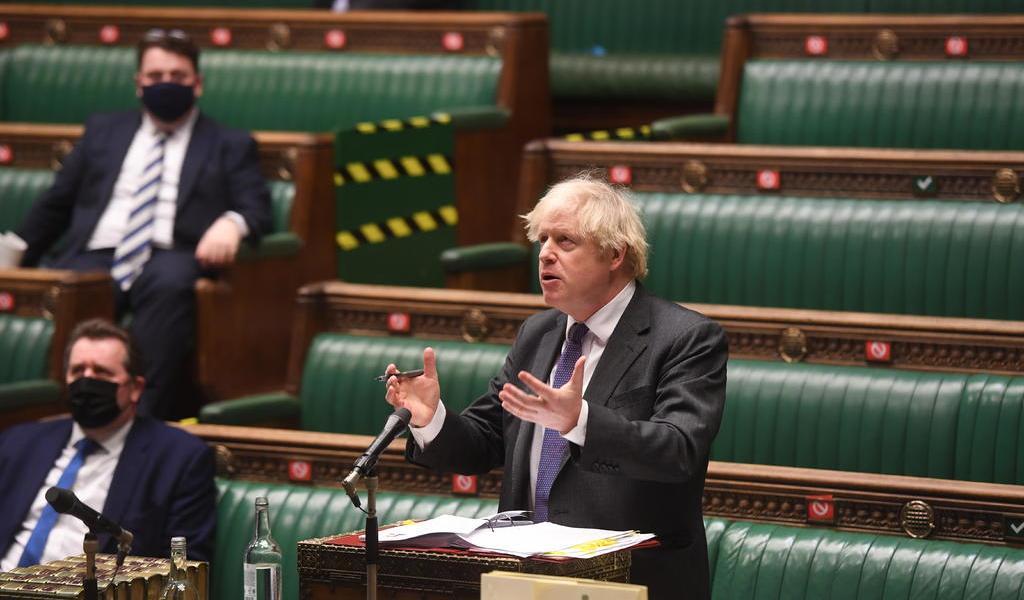 Afirma Johnson que variante británica del COVID-19 parece ser más mortífera
