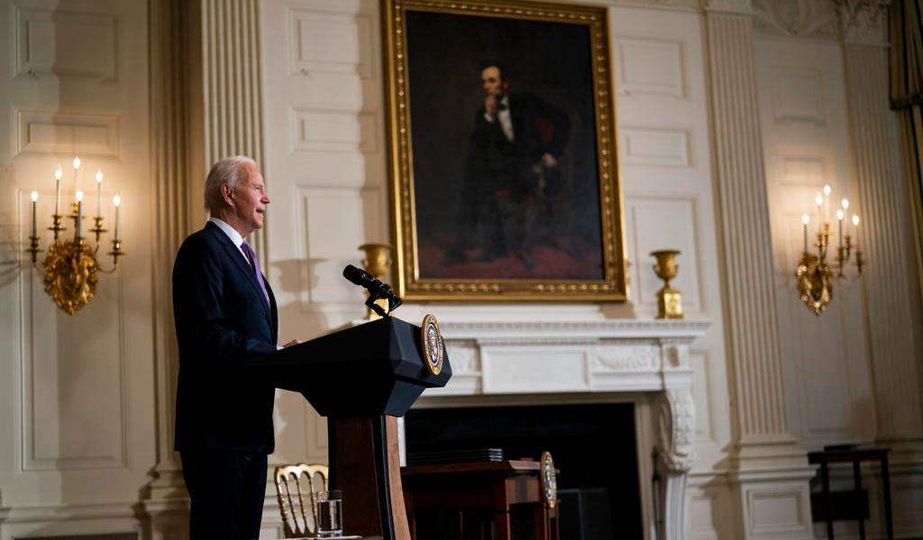 Joe Biden revisa 'de cerca' la designación de los hutíes como terroristas