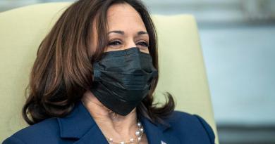 Kamala Harris habla con Justin Trudeau en llamada sobre pandemia de COVID-19