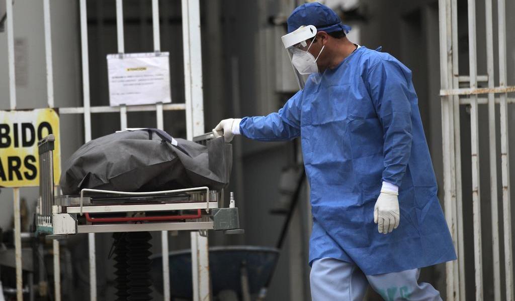 Madre oculta resultado positivo a COVID, infecta a su familia y todos mueren