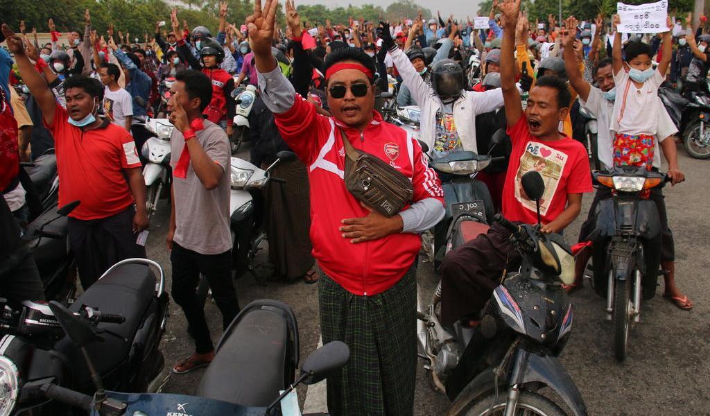 Protesta contra golpe militar aumenta de tamaño en Myanmar