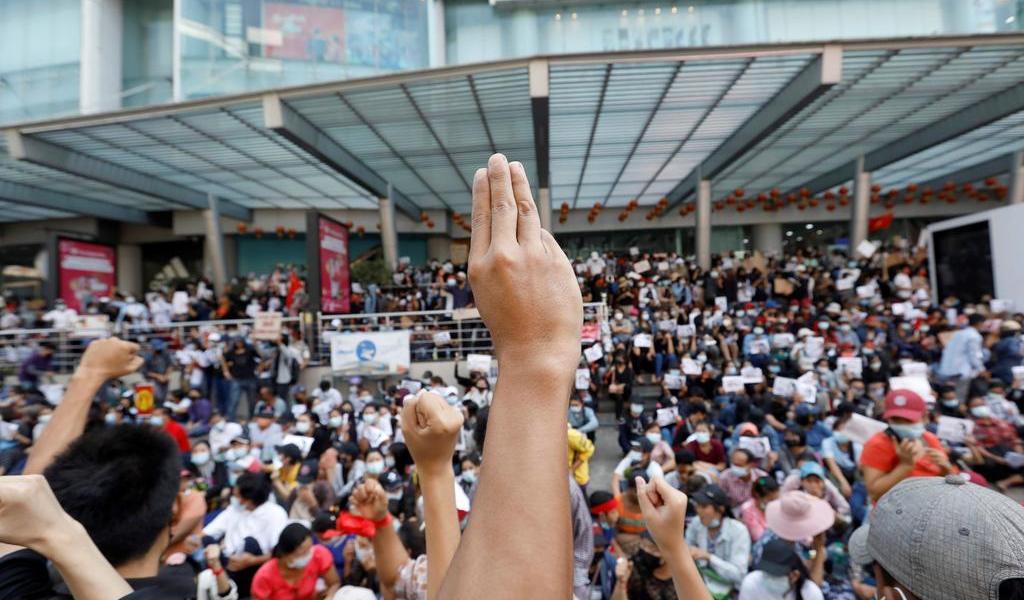 Impone Birmania ley marcial en varias ciudades ante crecientes protestas