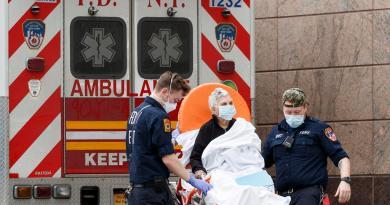 Admite Nueva York que retrasó datos de muertes de COVID en residencias