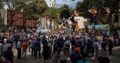 Exigen cambios; chavistas piden continuidad