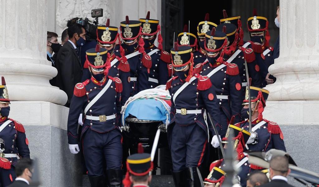 Concluye velatorio de Menem; trasladan sus restos hacia el cementerio