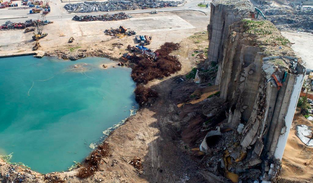 Remueven a investigador de la explosión del puerto de Beirut