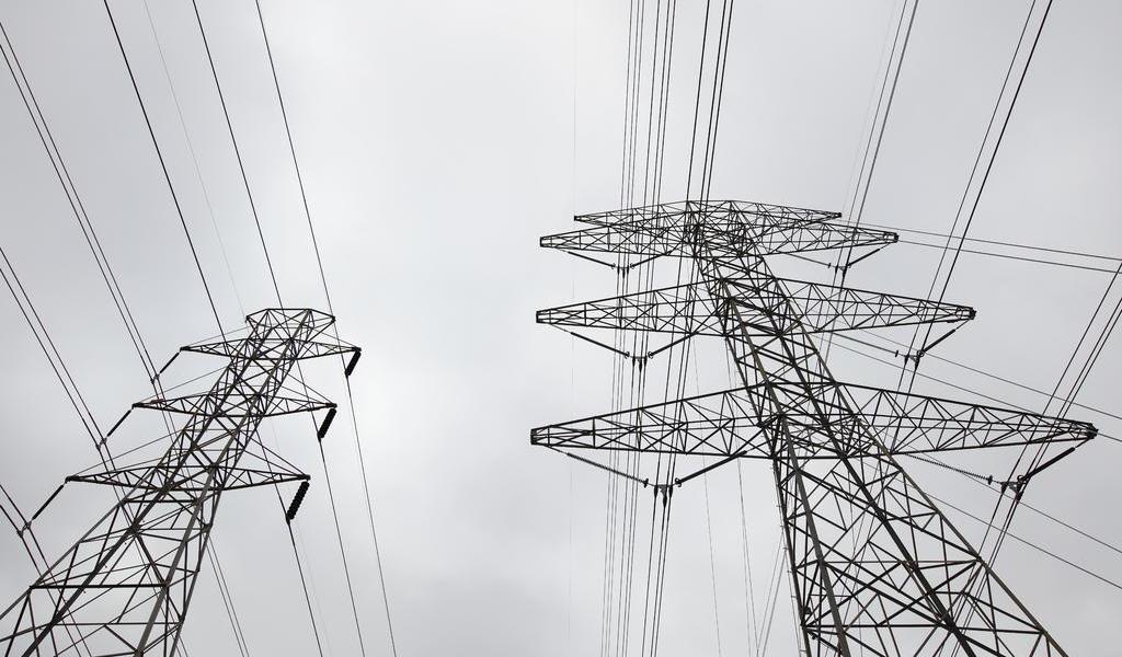 Vuelve electricidad a Texas; falta agua potable