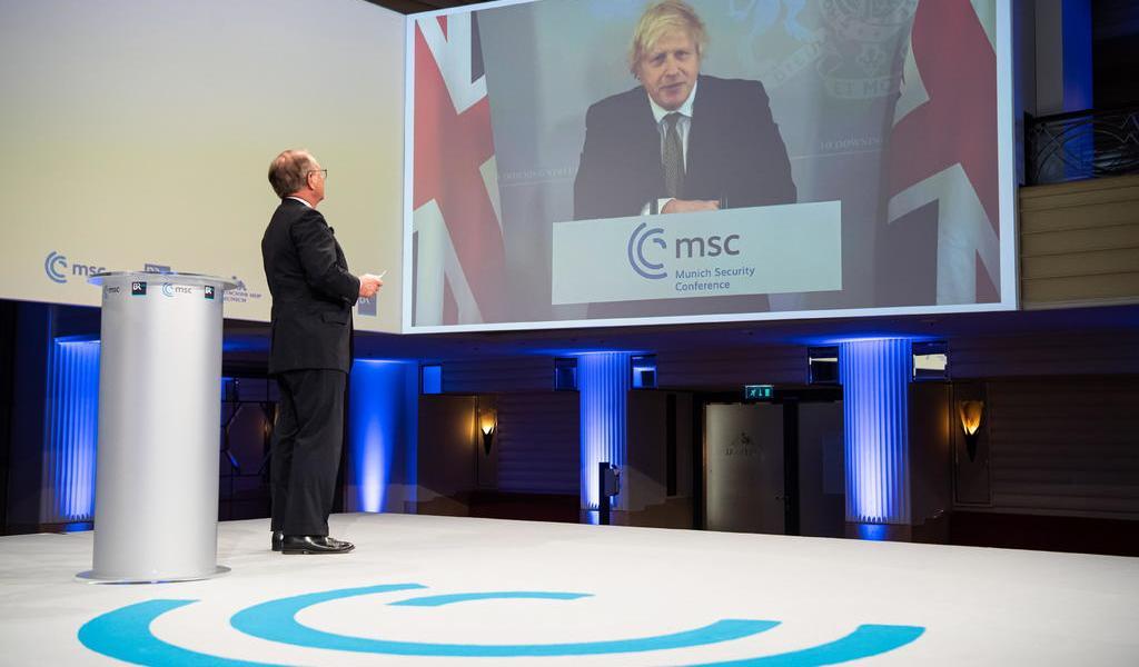 Celebra Johnson que EUA vuelva a ser 'líder del mundo libre'