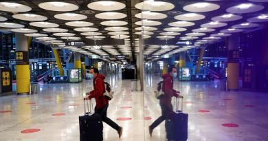 Mantiene España restricciones de vuelos desde países con variantes