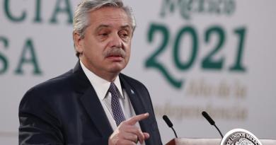 Alberto Fernández critica pesquisa por escándalo de vacunas en Argentina