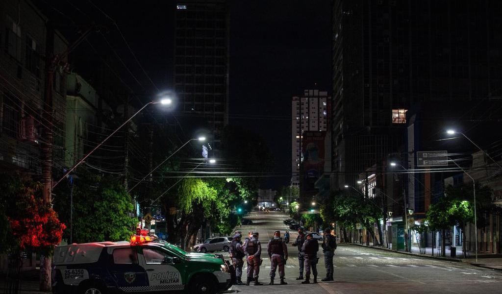 Decreta Sao Paulo toque de queda nocturno por dos semanas