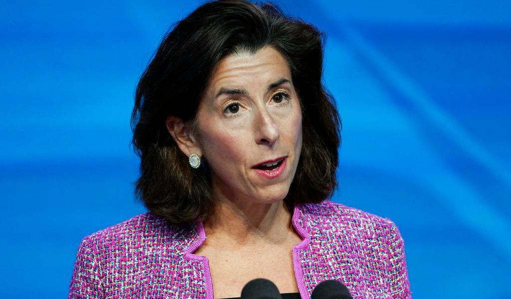 EUA confirma a Gina Raimondo como secretaria de Comercio