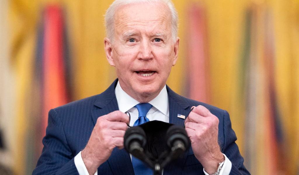 Afirma sondeo que 60% de estadounidenses aprueba desempeño de Biden