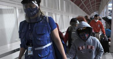 Más de 3 mil 200 niños migrantes en custodia en EUA