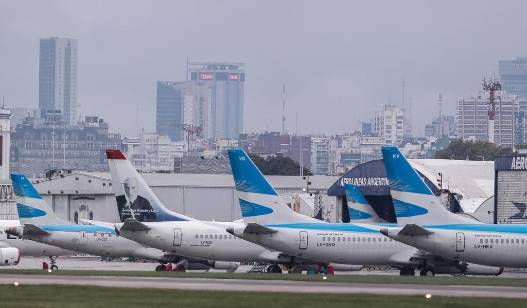 Argentina suspende vuelos provenientes de México, Brasil y Chile por COVID-19