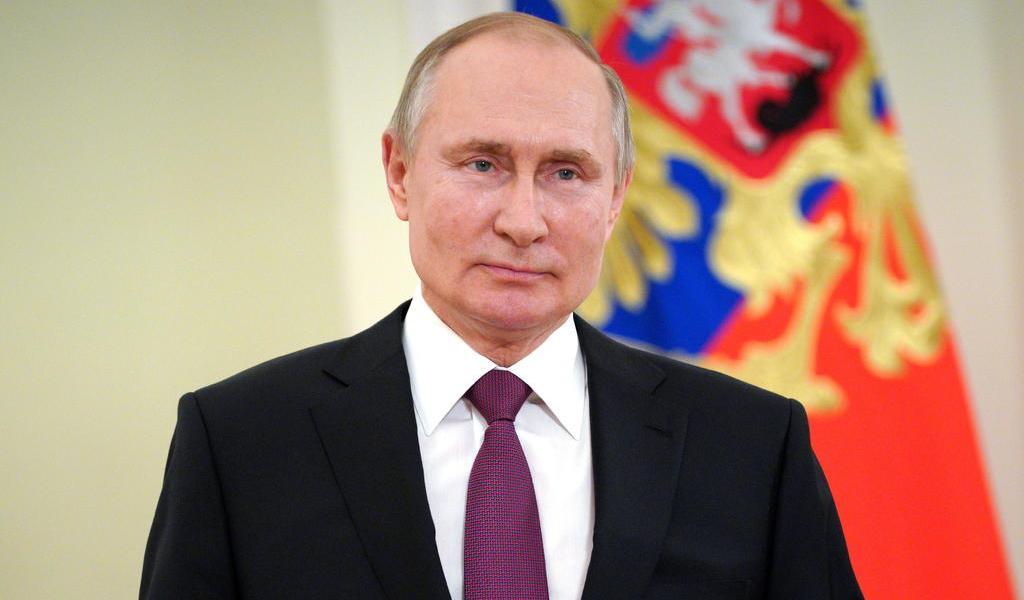 Presenta Putin 'malestares menores' tras vacunación contra COVID