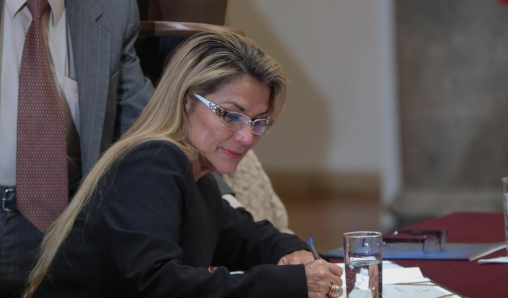 Jeanine Áñez permanecerá en área de salud tras cumplir cuarentena de COVID-19