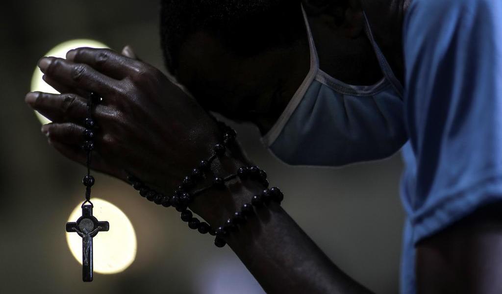 Abre Brasil las iglesias en el peor momento de la pandemia