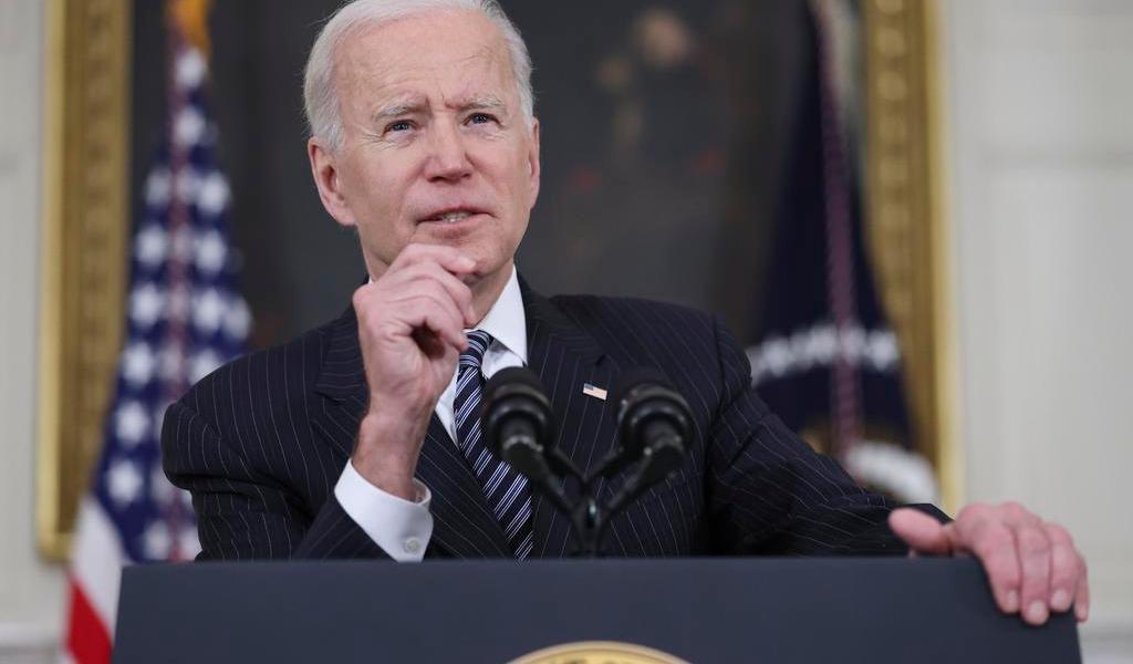 Prevé Biden que EUA comparta vacunas contra COVID en verano a otros países