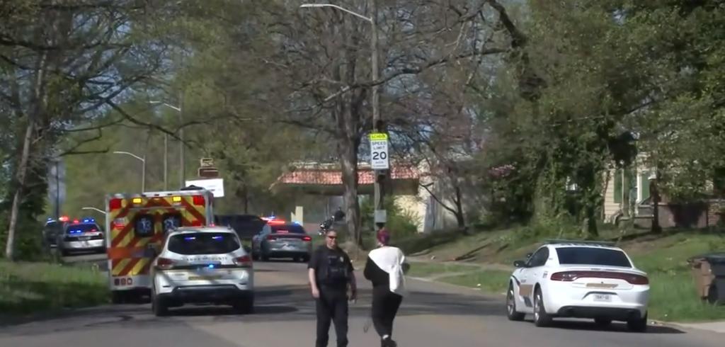 Muere estudiante tras presunto enfrentamiento en escuela de Tennessee