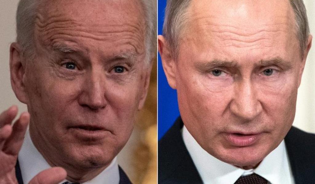 Biden sostiene llamada con Putin; propone cumbre en un tercer país