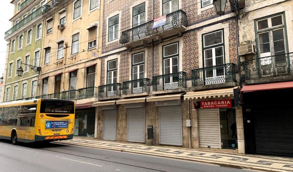 Sigue Portugal desconfinando; abrirá centros comerciales y cines el lunes