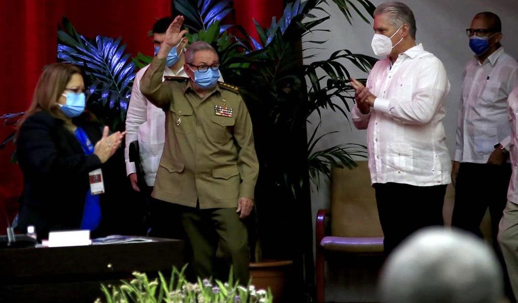 Raúl Castro deja dirección del Partido Comunista de Cuba