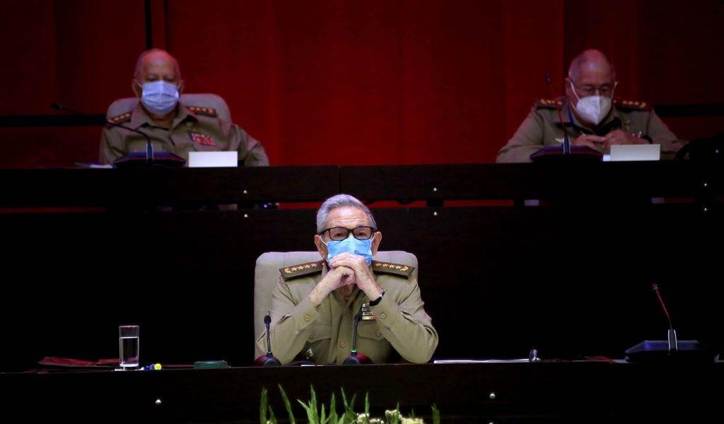 Deja Raúl Castro el Partido Comunista