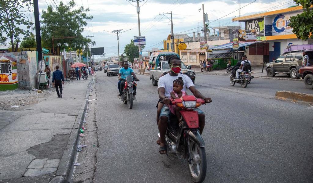 Haitianos no creen en la vacuna; rechazan el fuero