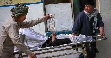 Suben a 50 los muertos en ataque a escuela de Kabul