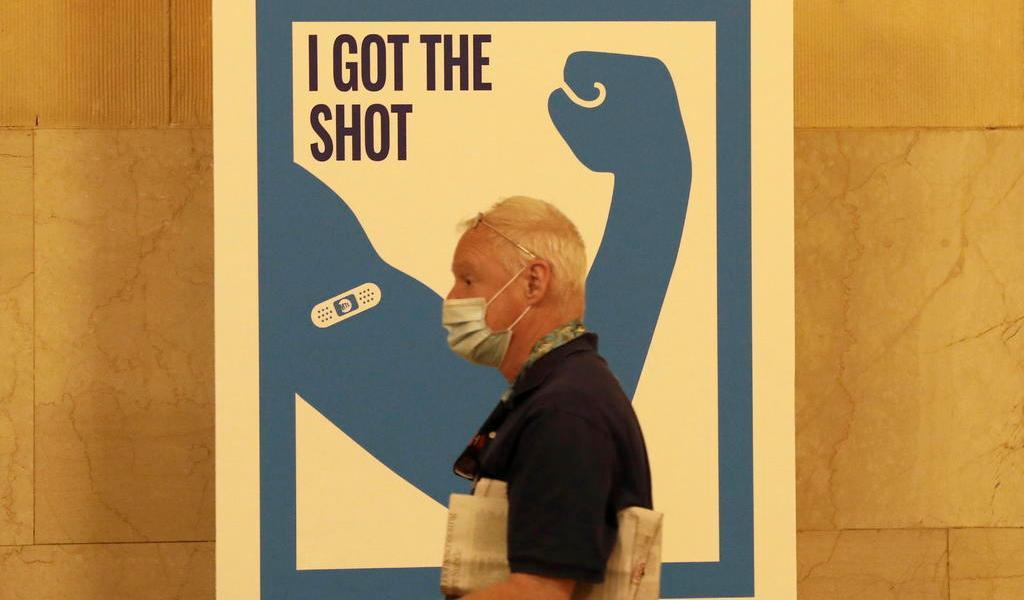 Empieza Nueva York a vacunar en estaciones de metro a cambio de viajes
