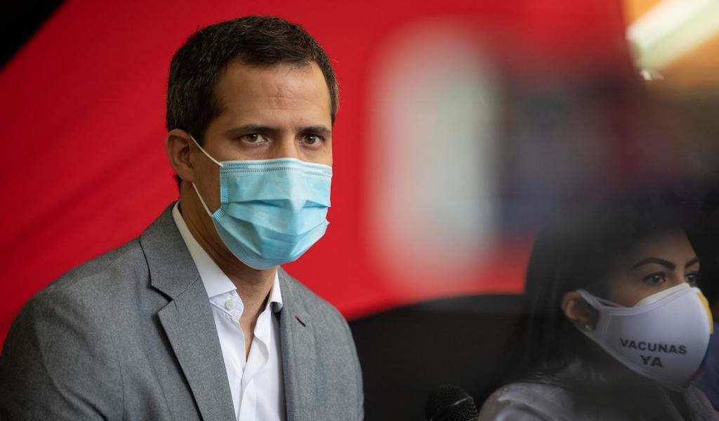 Desmiente Guaidó que llegaran a Venezuela 1,300,000 vacunas como dijo Maduro