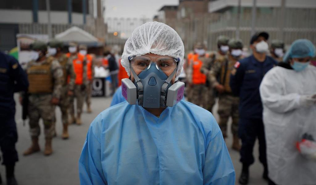 Ajusta Perú cifra de muertos por COVID-19; suman más de 180 mil