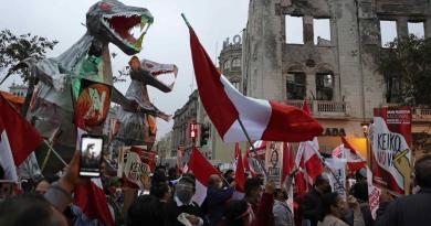 Elecciones de Perú se encaminan a un ajustado final