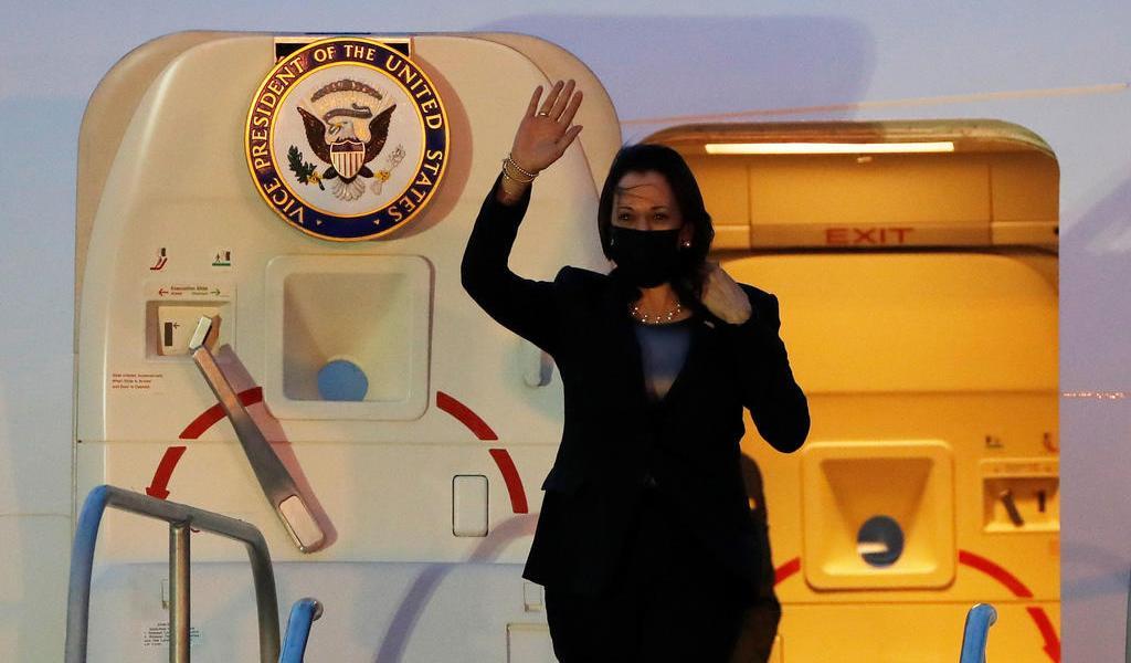 Aterriza en Guatemala avión que trasladaba a Kamala Harris