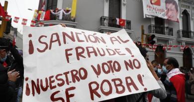 Expectación máxima en un día de resaca electoral en Perú