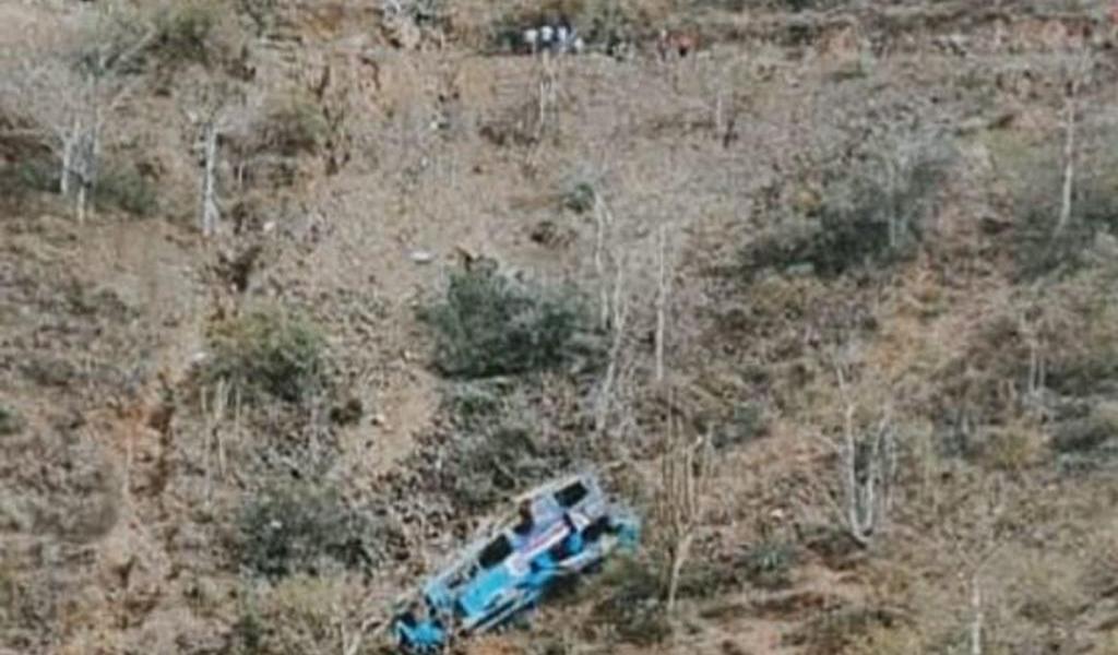 Accidente de autobús en sierra de Perú deja 10 muertos