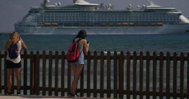 Chetumal: Miles de cruceristas visitaron Mahahual en fin de semana largo