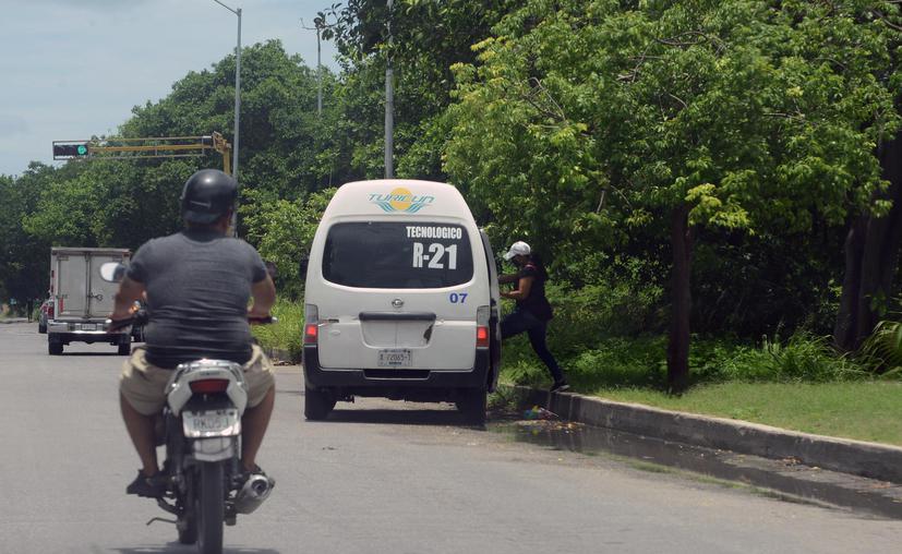 Sancionan a 35 unidades de transporte público por sobrecupo en Cancún