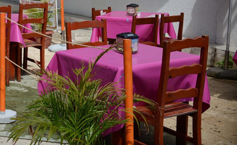 Salvan a restaurantes de Cancún del cierre total