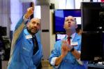 Wall Street cierra al alza pese a solicitudes iniciales de subsidio por desempleo