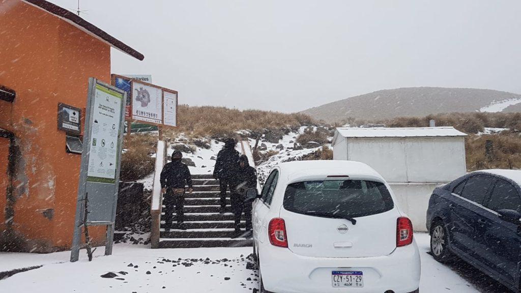 Por hielo y nieve prohíben acceso al Nevado de Toluca (FOTOS)