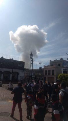 Suman dos muertos por explosión de polvorín en Zumpango