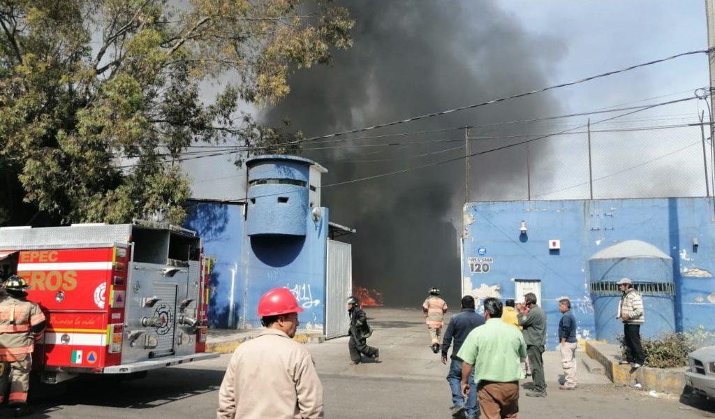 Evacuan a 800 personas tras explosión en bodega de tanques de gas en Ecatepec
